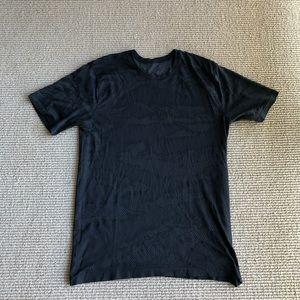 Lululemon vent tech shirt